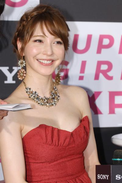 sonylena 27 日本名模藤井莉娜登台 分享Sony自拍玩美機魅力