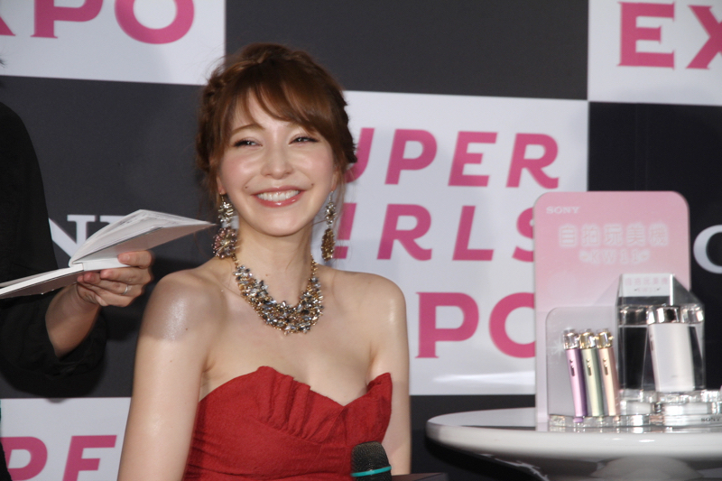 sonylena 32 日本名模藤井莉娜登台 分享Sony自拍玩美機魅力