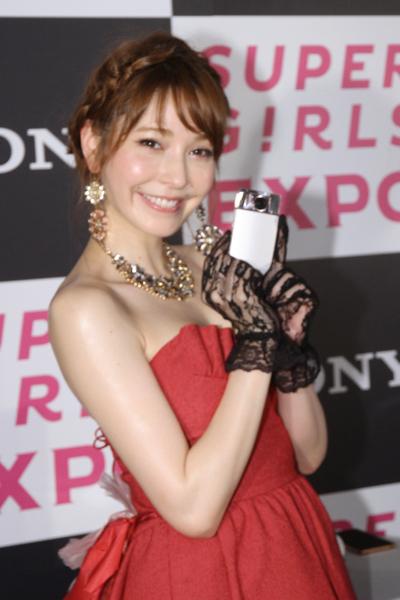 sonylena 41 日本名模藤井莉娜登台 分享Sony自拍玩美機魅力