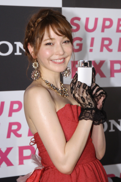 sonylena 42 日本名模藤井莉娜登台 分享Sony自拍玩美機魅力