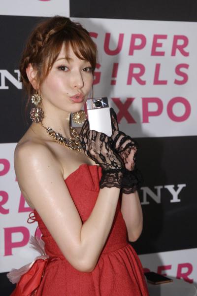 sonylena 44 日本名模藤井莉娜登台 分享Sony自拍玩美機魅力