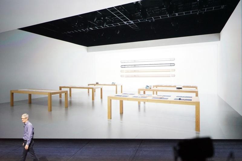 dsc00428 Apple Store全新風格 導入444吋巨型螢幕牆