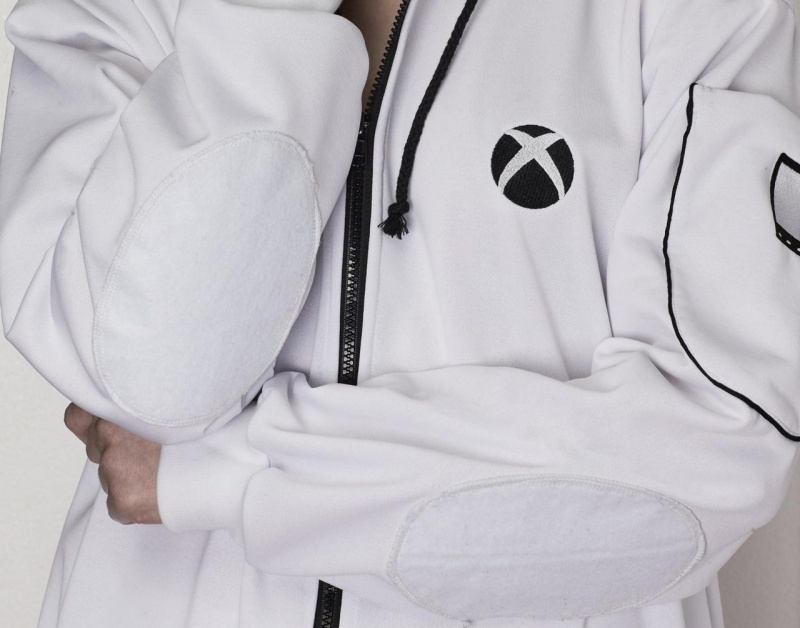resize 3116771 xboxonesiesresized 012 慶祝Xbox One S上市 微軟打造可長時間遊玩遊戲的專用連身服