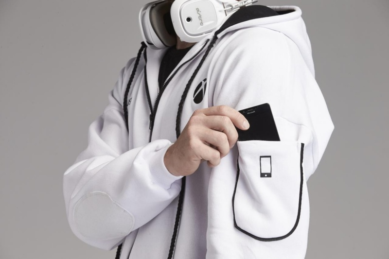 resize 3116774 xboxonesiesresized 015 慶祝Xbox One S上市 微軟打造可長時間遊玩遊戲的專用連身服