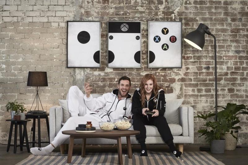 resize 3116785 xboxonesiesresized 026 慶祝Xbox One S上市 微軟打造可長時間遊玩遊戲的專用連身服
